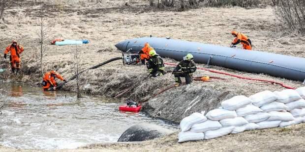 Московские спасатели отработали учения по весеннему паводку