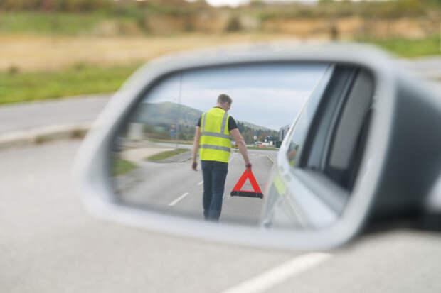 Остановка допускается только в исключительных вынужденных случаях / Фото: insurecourier.com