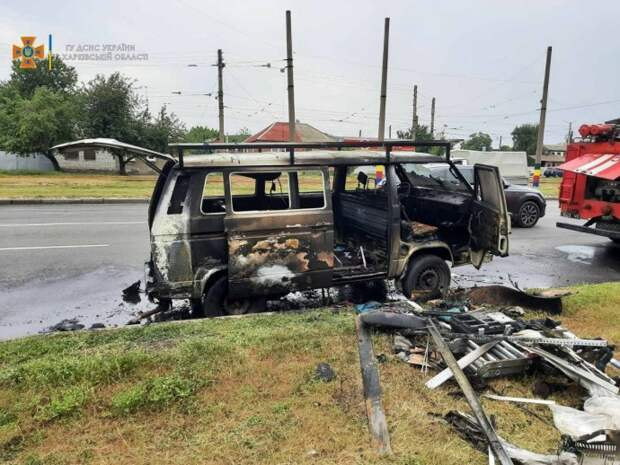 В Харькове на ходу загорелся микроавтобус