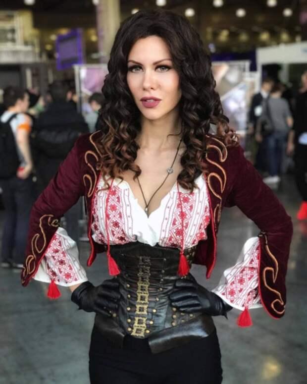 Горячий косплей на вампирш из Ван Хельсинга