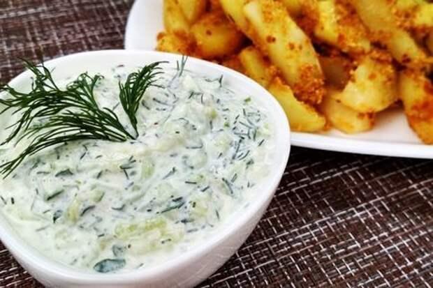 Фото к рецепту: Простой и вкусный огуречный соус