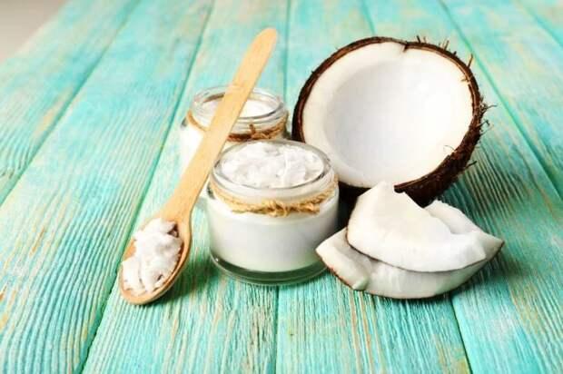 Кокосовое масло имеет высокое содержание насыщенных жиров. /Фото: ecoizm.org