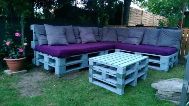 Мебель из поддонов поможет создать комфортные условия для отдыха и просто хорошего времяпрепровождения.