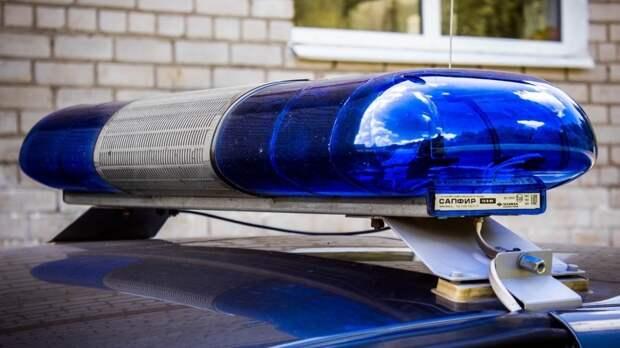 Полиция Ленобласти обнаружила в квартире сидящего окровавленного мертвеца