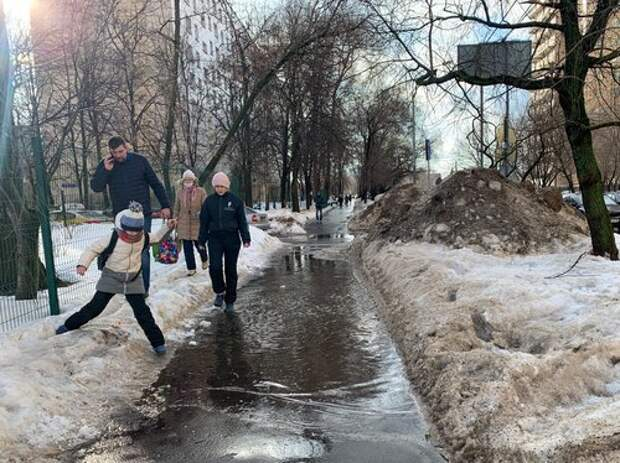 В Дмитровском коммунальщики подготовились к аномальному потеплению