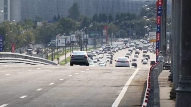 Девять машин не поделили дорогу на Варшавском шоссе в Москве