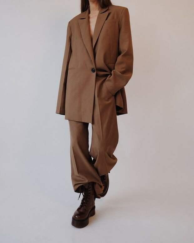 Какой он, идеальный брючный костюм конца 2020-го?