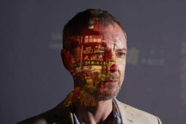 Белый дракон и неонуар: 5 причин посмотреть сериал «Незнакомцы»