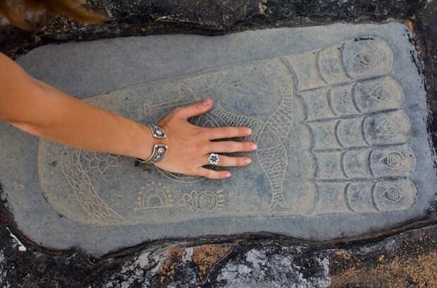 Найден еще один отпечаток стопы Будды?