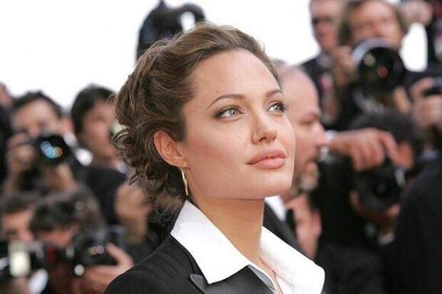 Джоли рассказала отяжелых годах, возрасте иматеринстве