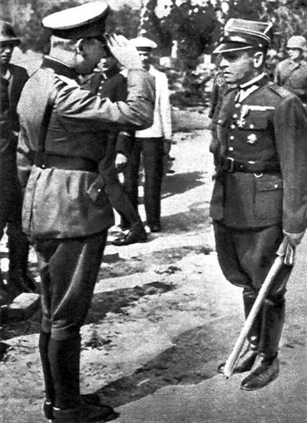 Командир гарнизона майор Сухарский сообщает о готовности сдаться