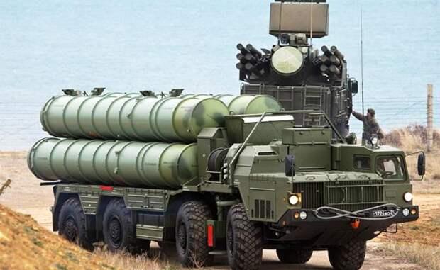 """На фото: зенитный ракетный комплекс (ЗРК) С-400 """"Триумф"""""""