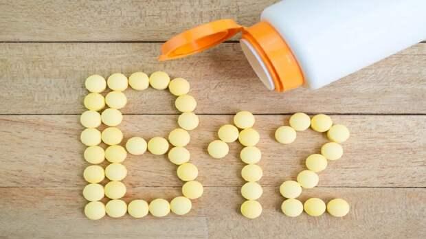 Симптомом дефицита витамина B12 назвали необычное состояние ногтей