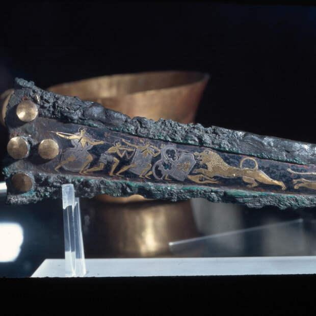 Бронзовый кинжал. Конец XVI в. до н.э.