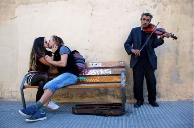 Мелодия сердца. Снимок из серии «Сто поцелуев». Автор фото: Игнасио Леманн (Ignacio Lehmann).