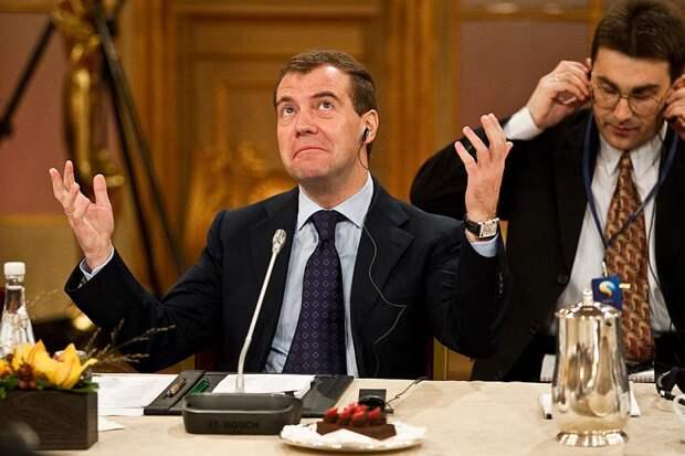 Премьер Медведев призвал ускорить распродажу российской госсобственности
