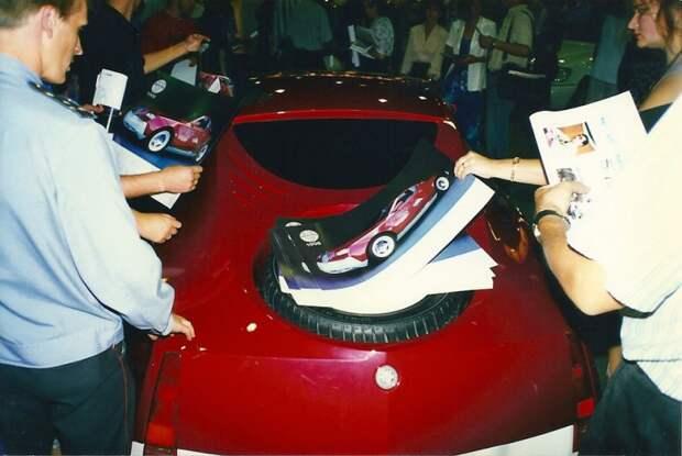 Пока же предлагаю Вам насладится новинками отечественного автопрома образца 1998 года. автовыставка, автосалон, выставка, ретро фото