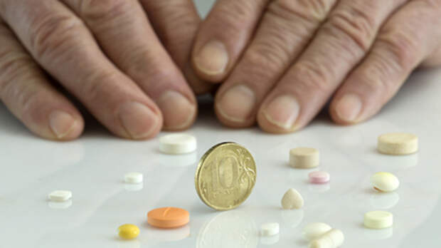 Люди искусственно удерживаются в бедности:  Делягин о непристойно дорогих лекарствах в России