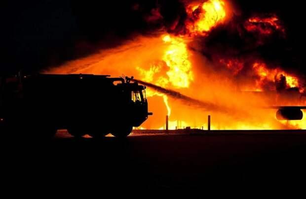 Пожар на кровле жилого дома в Петербурге локализован, тление продолжается