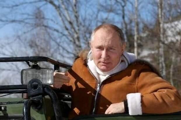 «Пытаются отговорить»: Песков высказался об опасных хобби Путина
