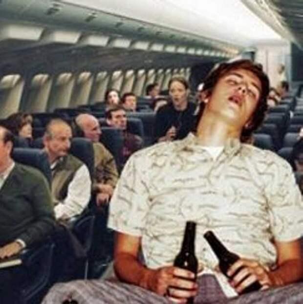 Самолет совершил экстренную посадку из-за мастурбирующего пассажира.