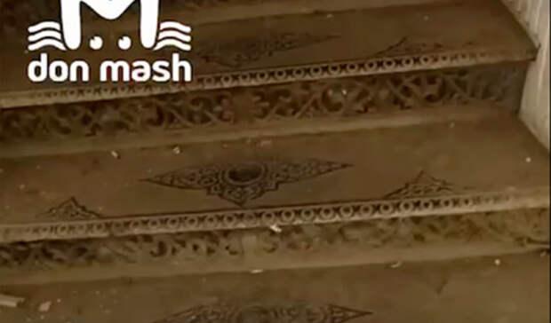 Ростовчанин выкрал старинную лестницу из собственного многоквартирного дома