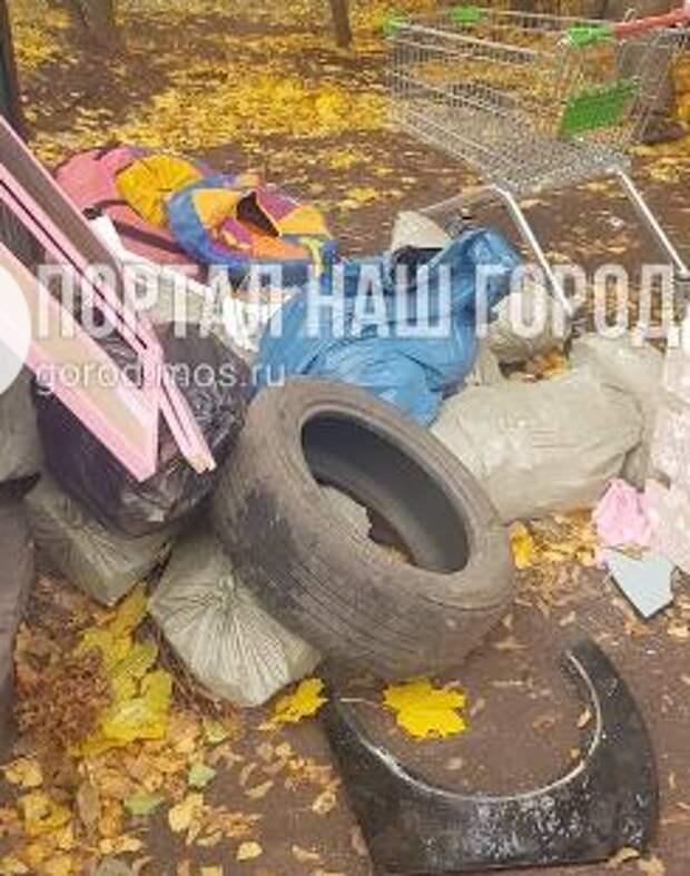 С Новокуркинского шоссе вывезли строительный мусор после жалобы жителя