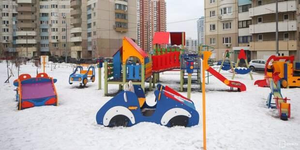 Детскую площадку на Чичерина очистили от мусора
