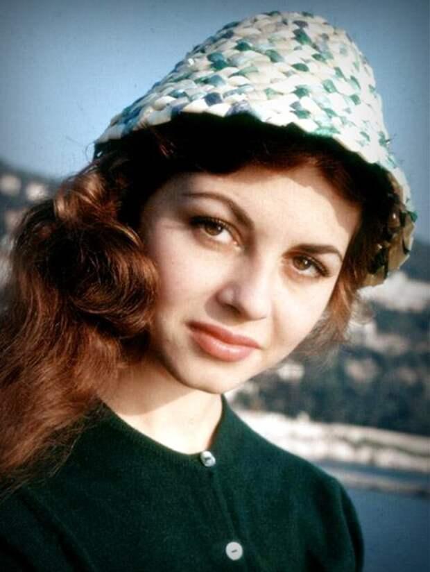 Совсем юная Мишель Мерсье 1957-1958 годы.
