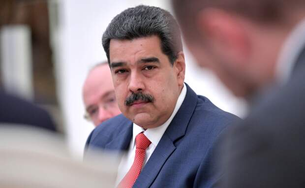 Мадуро привился «Спутником V» и «заговорил» на русском