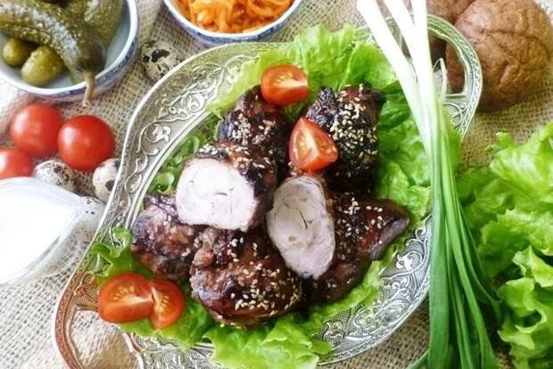 Фото к рецепту: Куриные ножки с чесноком, запеченные с соусом барбекю