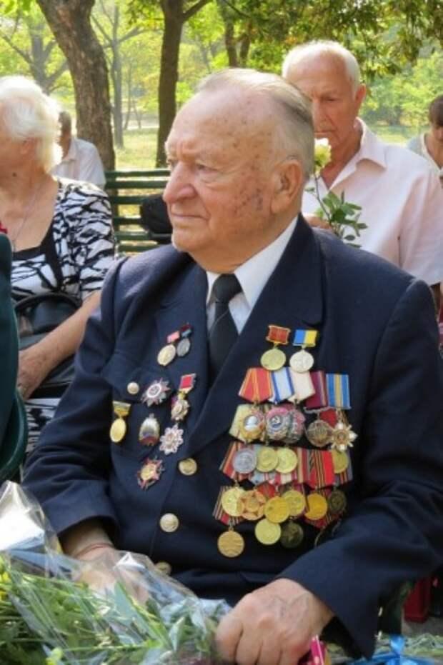 Владимир Петрович Казначеев – ветеран Великой Отечественной войны, проживает в Херсоне.   Фото: np.ks.ua.
