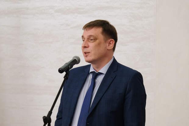 Министр образования региона рассказал школьникам о смысле слов и втором доме