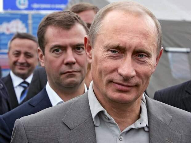 Путин прикрывает Медведева