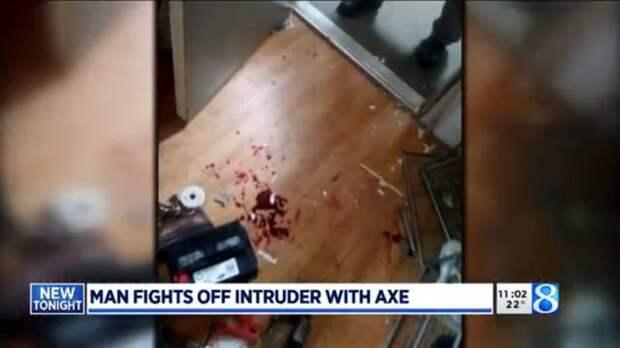 ВСША ролевик отбился боевым топором отворвавшегося вдом вооруженного преступника