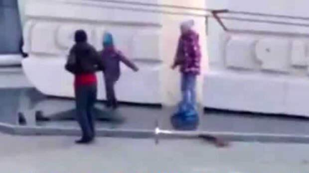 Тюменские школьники на самокатах осквернили Вечный огонь