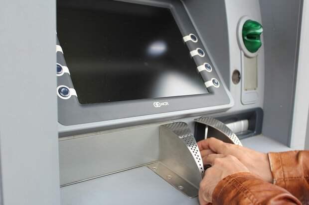 В Марьиной роще мужчина разозлился на банкомат и потерял свою карту