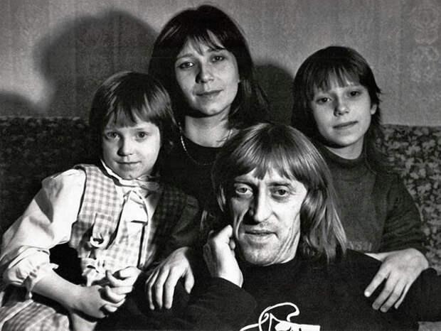 Виктор Авилов и Галина Галкина с дочерьми