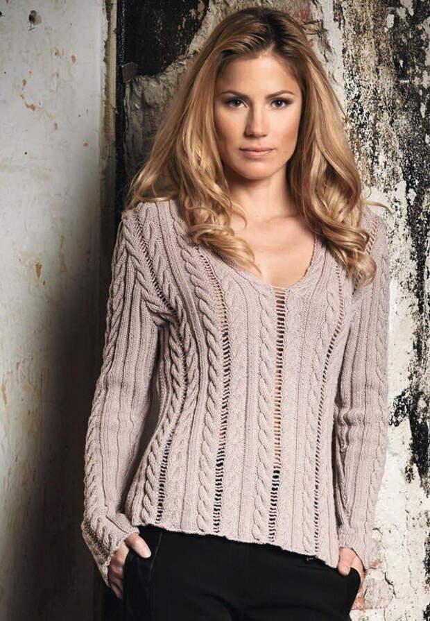 Пуловер с косами и ажурный палантин спицами