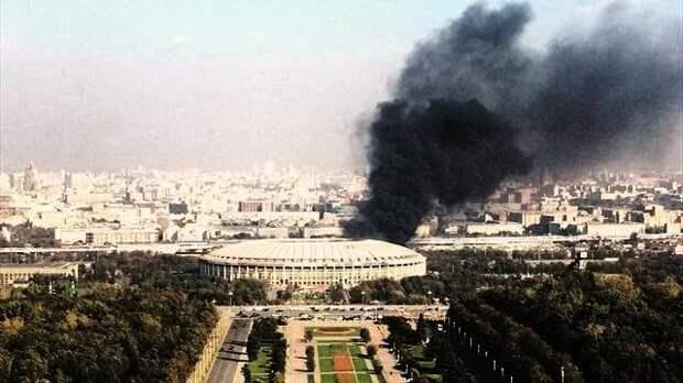 Серия хлопков и крупный пожар случились в центре Москвы