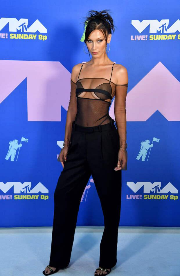 Белла Хадид в Nensi Dojaka на MTV VMA — 2020