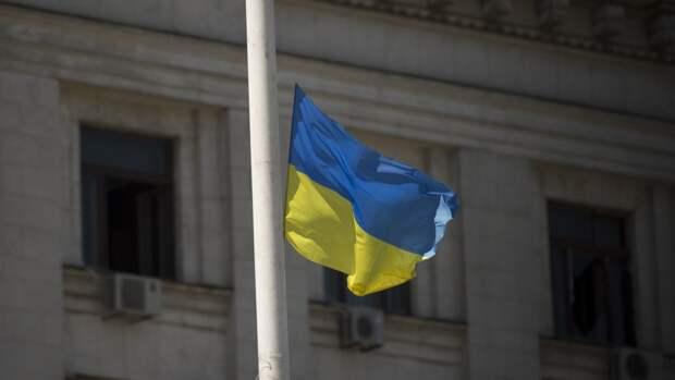 Украинский военный опозорился, уронив оружие перед президентом Грузии