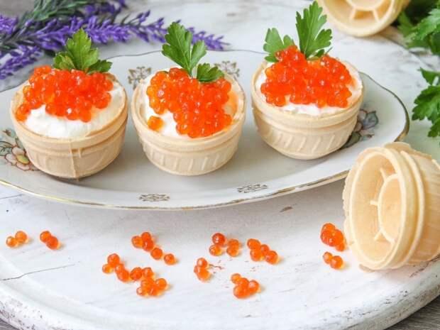 Тарталетки с сыром и икрой
