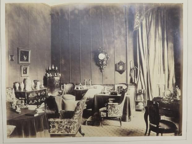 Строгановский дворец. Фрагмент интерьера кабинета графини Т.Д. Строгановой (горизонтальный)