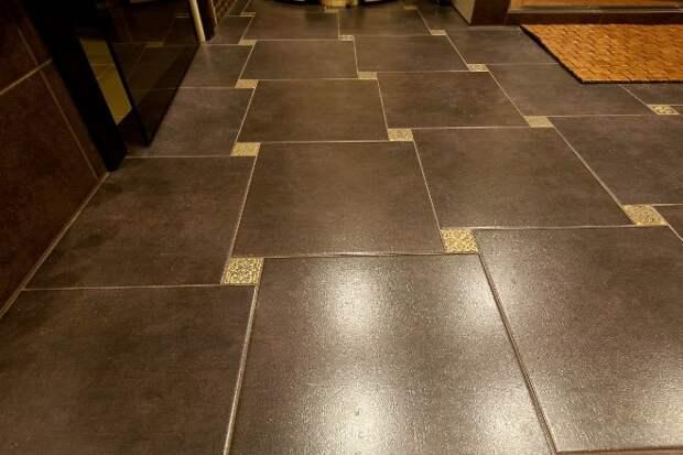 Плитка в коридоре на полу – комфортный материал для воплощения смелых дизайнерских идей (84 фото)