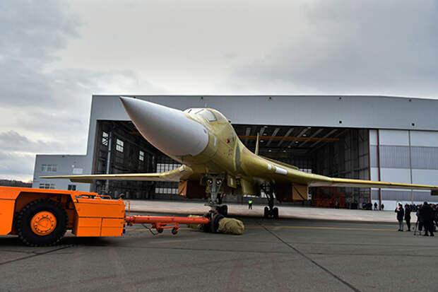 Если поднятый вянваре 2018 года достроенный изсоветского задела Ту-160 был стандартным «Белым лебедем», тоожидающая первого полета машина— действительно модернизированная