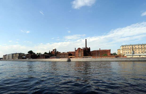 DSC 49641 Нефасадный Петербург: вид с воды