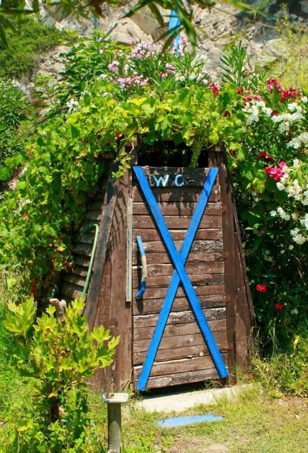 туалет на даче деревянный