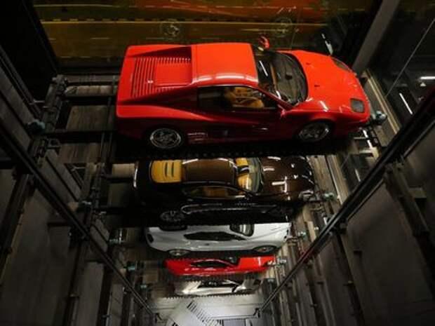 В Сингапуре можно купить роскошный автомобиль с помощью автомата