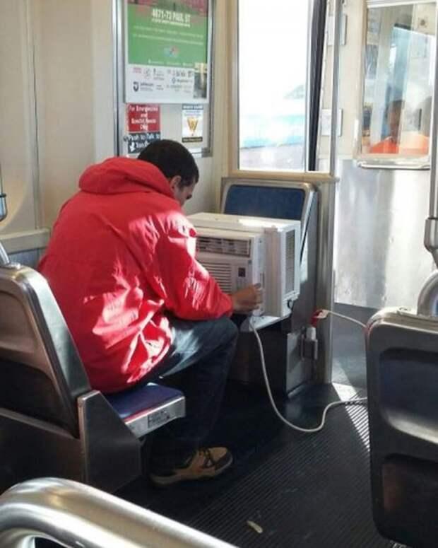 Странные и необычные пассажиры в метро (19 фото)